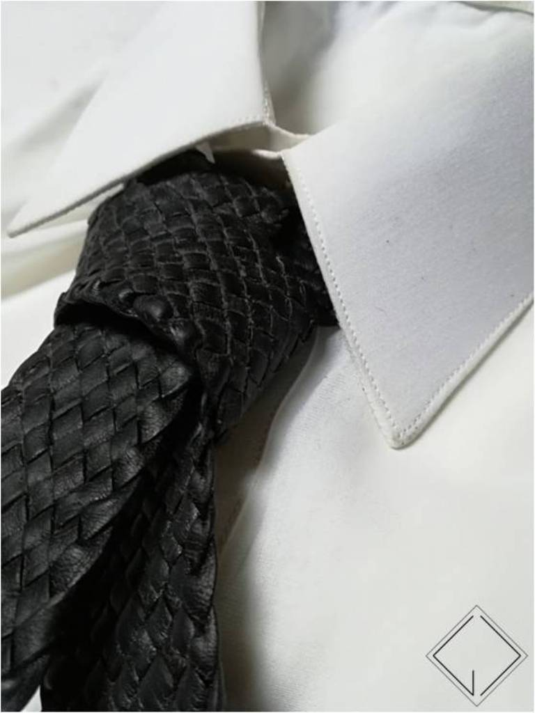 http://giovanniceleste.it/wp-content/uploads/2018/01/Giovanni-Celeste-Cravatta-in-pelle-intrecciata-braided-leather-necktie-1.jpg