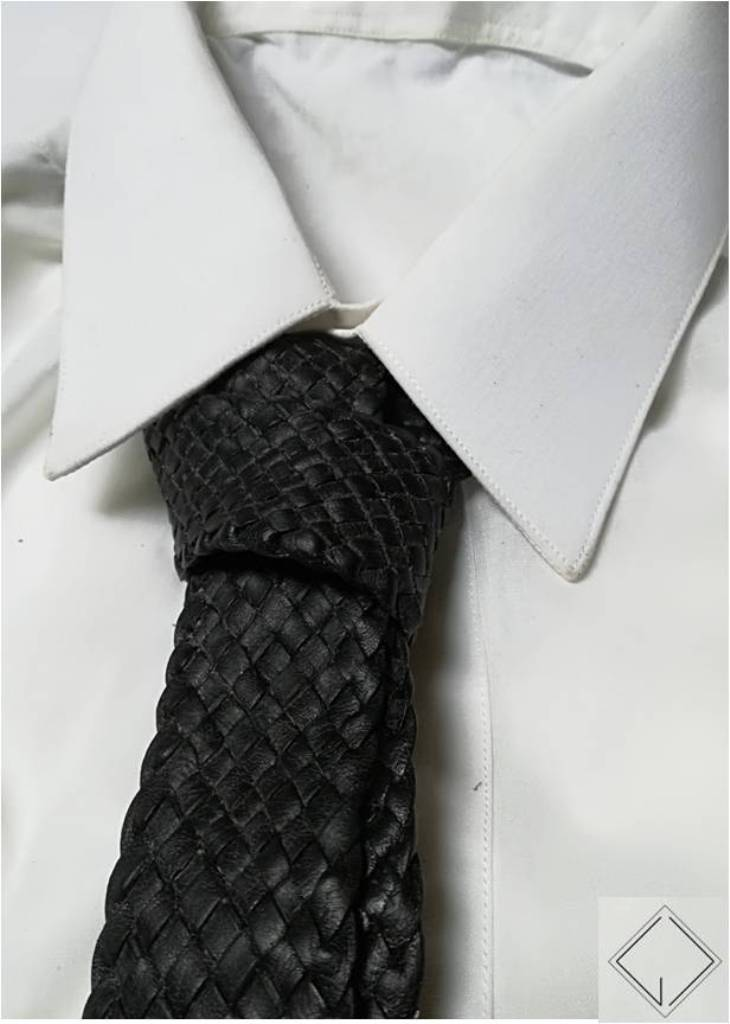 http://giovanniceleste.it/wp-content/uploads/2018/01/Giovanni-Celeste-Cravatta-in-pelle-intrecciata-braided-leather-necktie-4.jpg