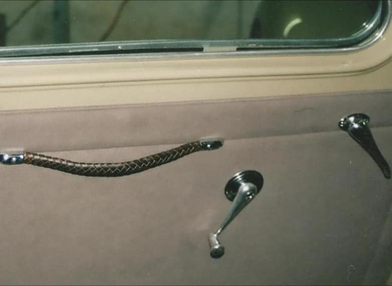 http://giovanniceleste.it/wp-content/uploads/2018/08/Restyling-the-original-braided-leather-handles-of-Lancia-Aprilia-1937-1.jpg